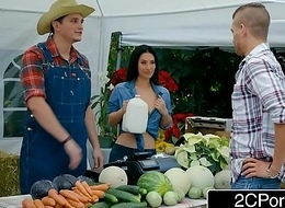 Farmer'_s BBC slut Eva Lovia Most important Down A Unlucky Buyer